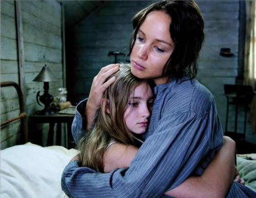 katniss_prim_hug